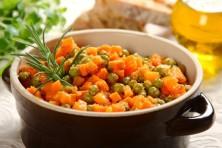 zanahorias con guisantes con pan rallado