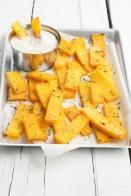 crostini de polenta con salsa de gorgonzola y parmigiano reggiano