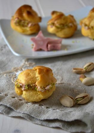 bolas de masa choux y mousse de mortadella y pistachos 2