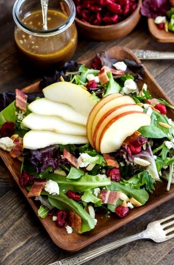 ensalada otoñal con manzanas y peras